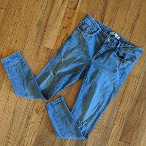 ⭐ Zara Lightwash Distressed Skinny Jeans
